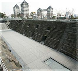 兩座石頭造的船塢